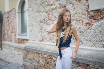 Blonde Girl Nike Outfit Outdoor 5k Wallpaper