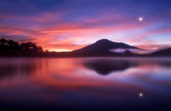 Water Under Blue And Red Sky Wallpaper
