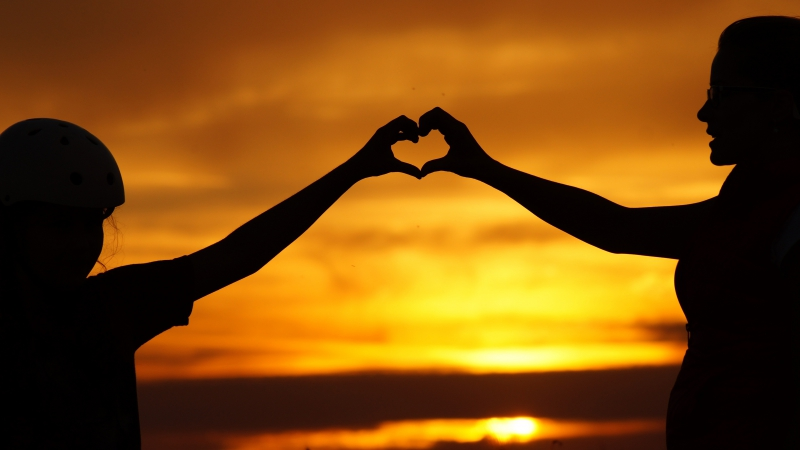 Love heart with Couple Hands Silhouette 4K 5K