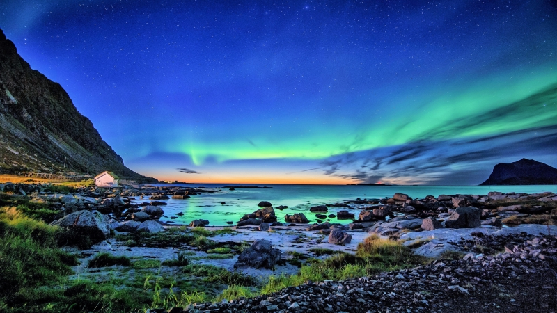Aurora Borealis Coastline Wallpaper