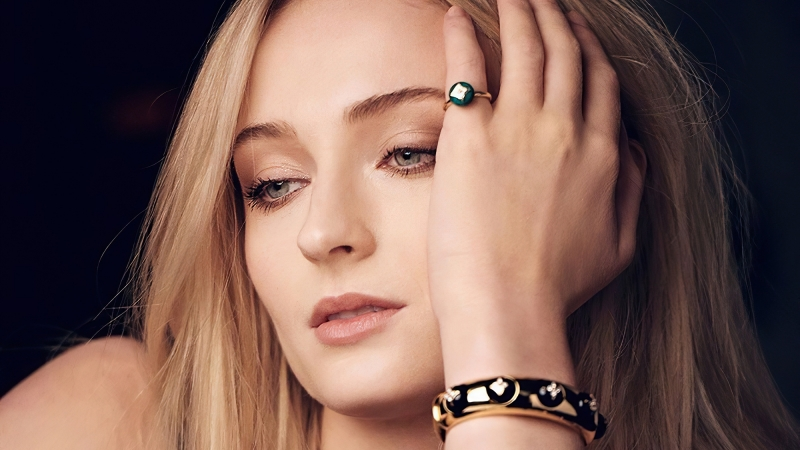 Sophie Turner Louis Vuitton Photoshoot Wallpaper