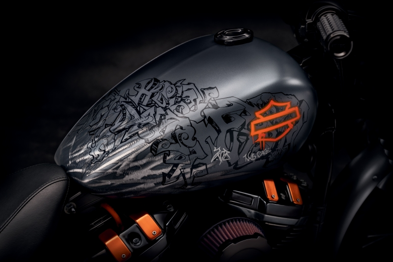 Harley Davidson Grey Black Bike Tank 8k Wallpaper
