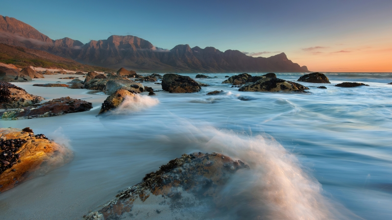 Black Rocks Between Long Waves Exposure During Daytime 4K HD Nature Wallpaper