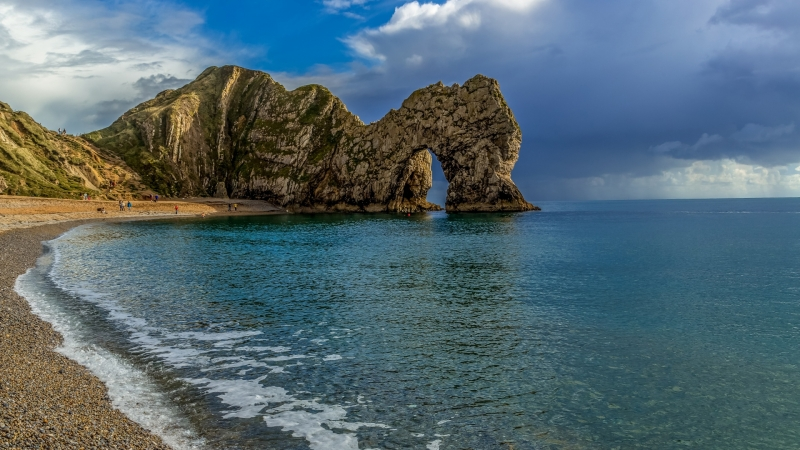 Durdle Door In The Middle Of Ocean Under Blue Sky HD Nature Wallpaper