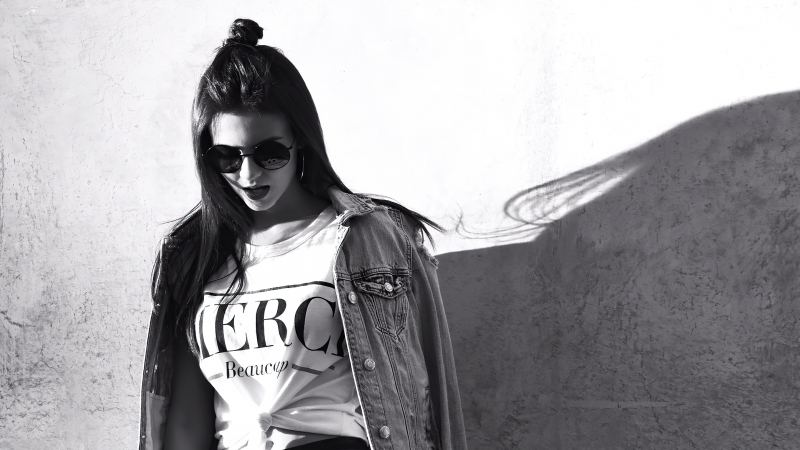 Victoria Justice With Shades Monochrome 5k Wallpaper